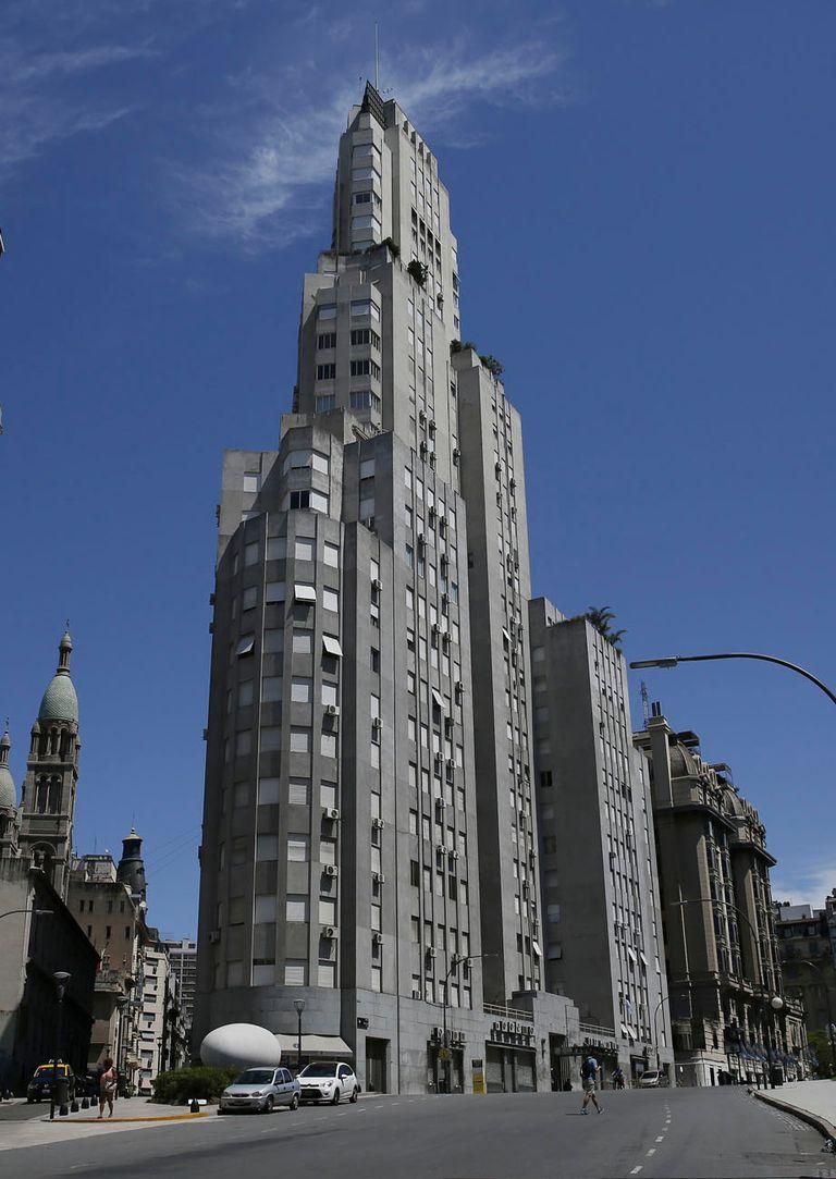 El edificio Kavanagh, con sus formas escalonadas, recordando a los grandes rascacielos de otras metrópolis