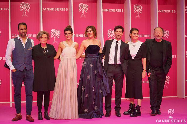 Presentación de Limbo... hasta que lo decida en Cannes Series: De izquierda a derecha: Sergei Grosny, Fabiana Tiscornia, Clara Lago, Andrea Frigerio, Esteban Pérez, Agustina Macri y Enrique Piñeyro