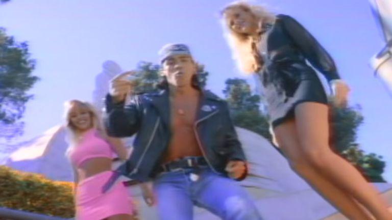 """Captura del videoclip de """"Rico, suave"""", de Gerardo"""