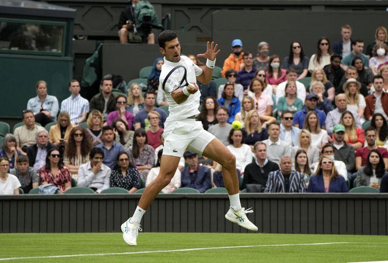 En Wimbledon, el serbio y número 1 del mundo, Novak Djokovic, busca alcanzar su trofeo número 20 de Grand Slam.