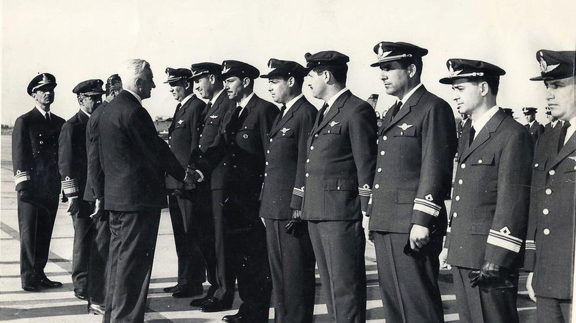 El entonces presidente Illia despidió a los cadetes