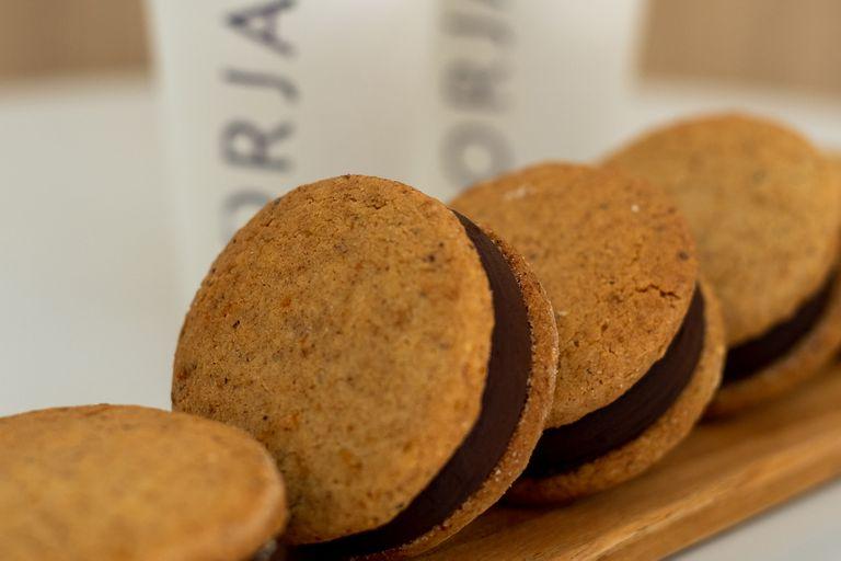 El café de especialidad de Borja puede acompañarse con delicias como estos alfajores
