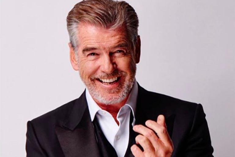 Solo por revolver y beber una taza de café, el actor irlandés se convirtió en la estrella de la semana en las redes