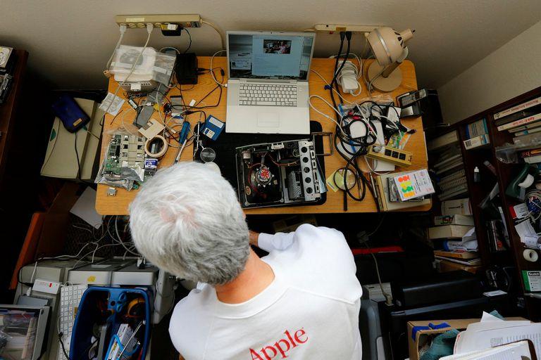 Un entusiasta repara equipos antiguos de Apple