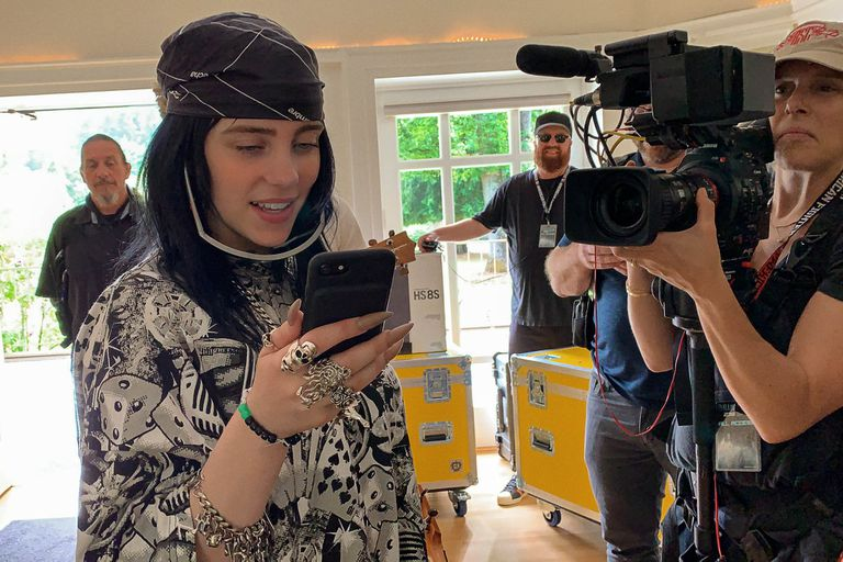 La cantante mientras filma su documental Billie Eilish: The World's a Little Blurry, disponible en Apple TV+