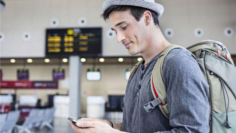 Cargar el teléfono en el aeropuerto no siempre es la mejor opción. Te contamos cuáles son los riesgos