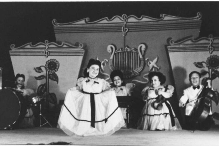 Una de las actuaciones de la troupe Lilliput en Israel, luego de la Segunda Guerra Mundial