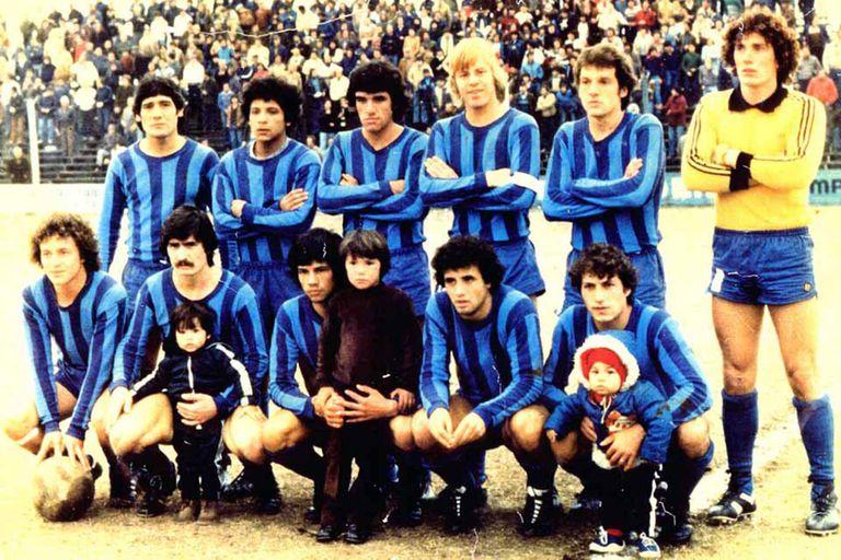 En 1980, segundo año en San Telmo, ya más reconocible, con la cinta de capitán pese a la juventud.