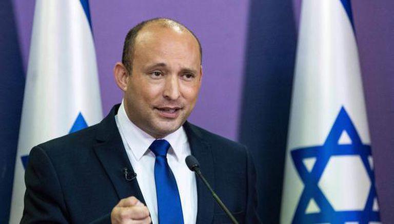 El líder del partido israelí Yemina, Naftali Bennett, pronuncia una declaración política en la Knesset, el Parlamento israelí, en Jerusalén, el 30 de mayo de 2021. (Foto de YONATAN SINDEL / POOL / AFP).