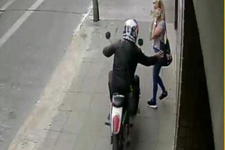 Una mujer fue asaltada por un motochorro en Ramos Mejía y murió un rato después