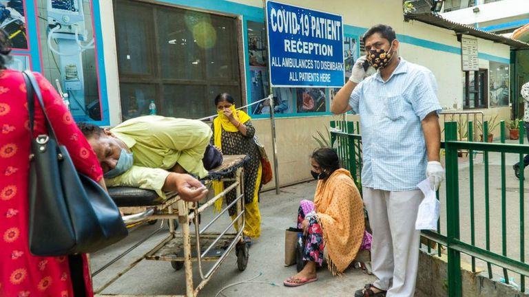 Hospital en India están al borde del colapso.