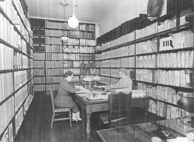 Una de las sedes históricas del Archivo Nacional en el bajo porteño, cuando todo se guardaba en sobres y se registraba a mano en ficheros