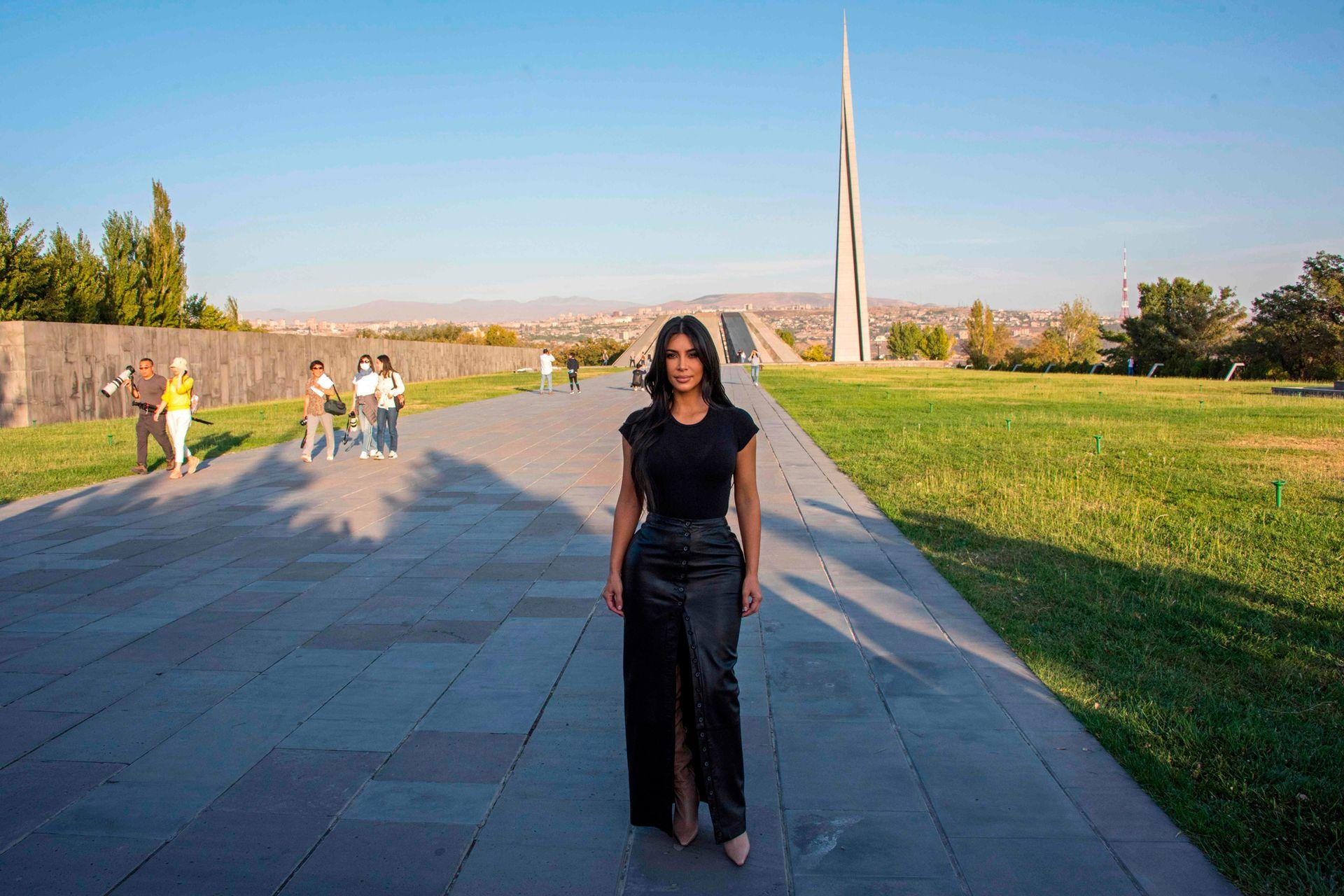 Kim Kardashian viajó a Yereván, se entrevistó con el Primer Ministro Nikol Pashinian y visitó el Monumento al Genocidio Armenio