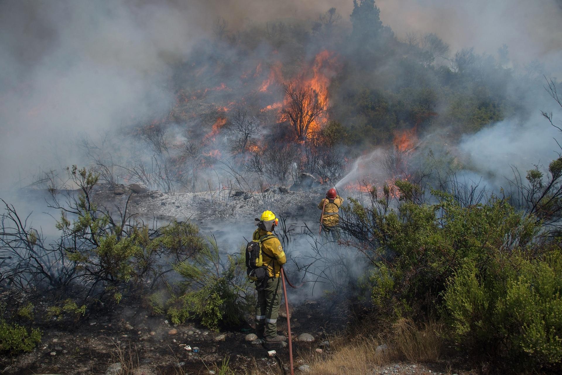 El incendio en El Maitén está llegando a la Ruta 40 Sur a kilómetros de El Bolsón