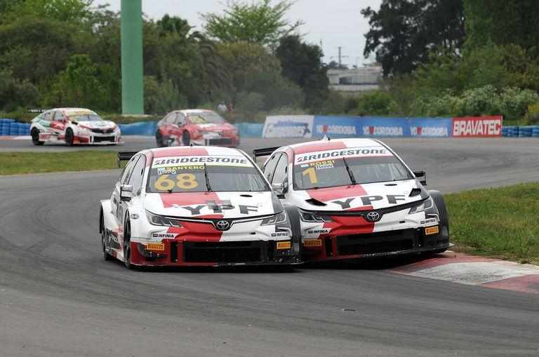 En el comienzo de la carrera, Julián Santero y Matías Rossi se enredaron en la pelea por un puesto; los pilotos de Toyota Gazoo Racing Argentina completaron el podio, por detrás de Agustín Canapino