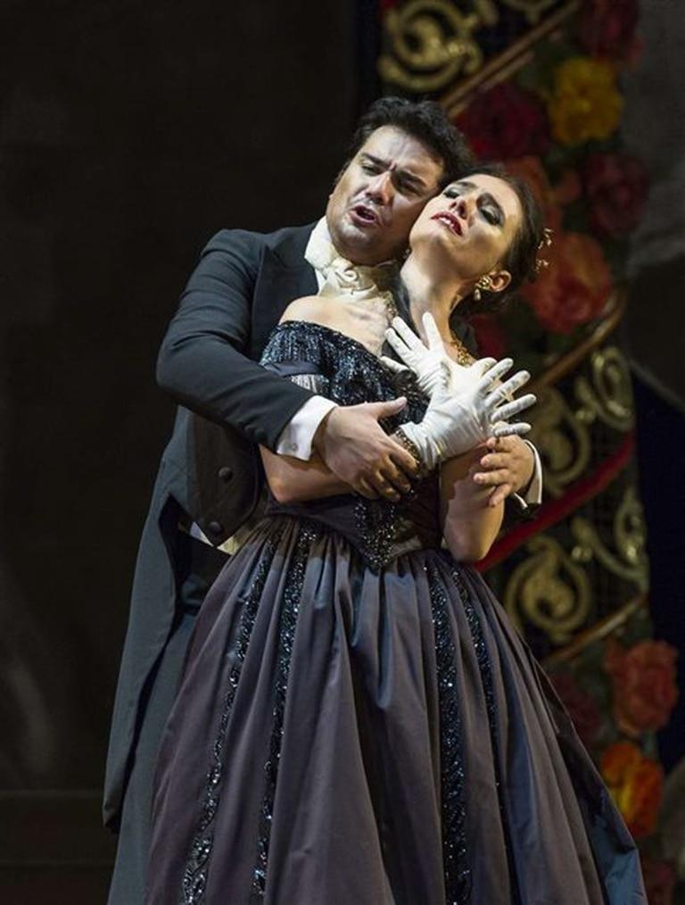 Ermonela Jaho (Violetta) y Saimir Pirgu (Alfredo), en el ensayo