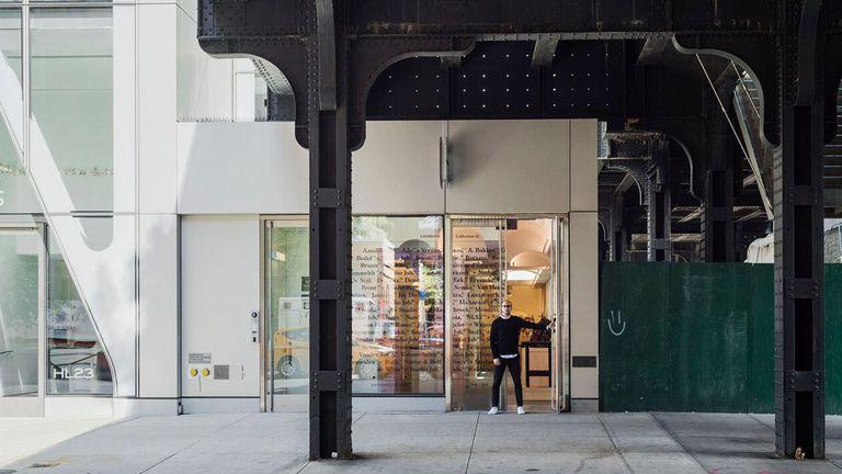 Mosqueda en la vidriera de Chamber, en la calle 23 y el parque High-Line