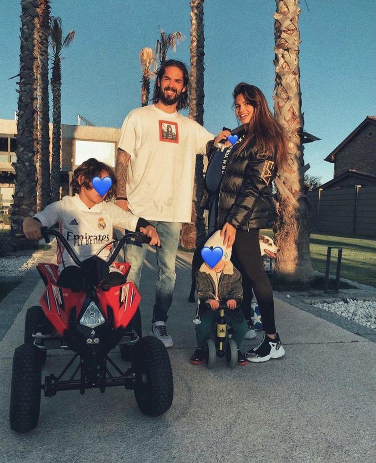Isco, su esposa y sus dos hijos