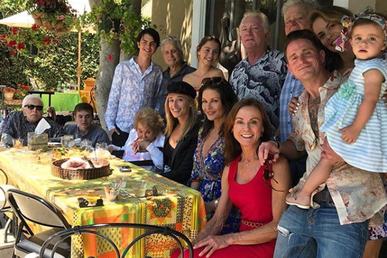 La foto de Zeta-Jones y Douglas que reunió a cuatro generaciones