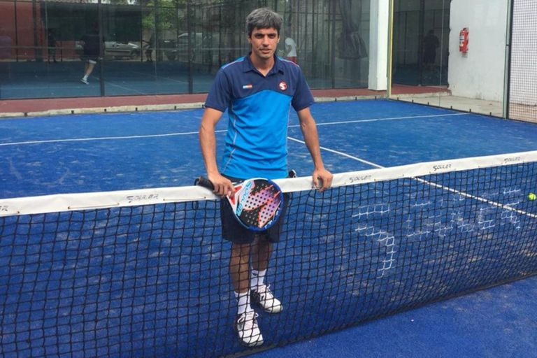 Mariano Tarterelli maneja un complejo de cinco canchas profesionales en Lomas de Zamora,