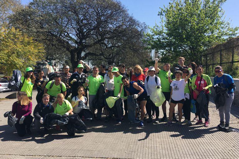 Los voluntarios de esta jornada de plogging en Costanera Sur, Puerto Madero