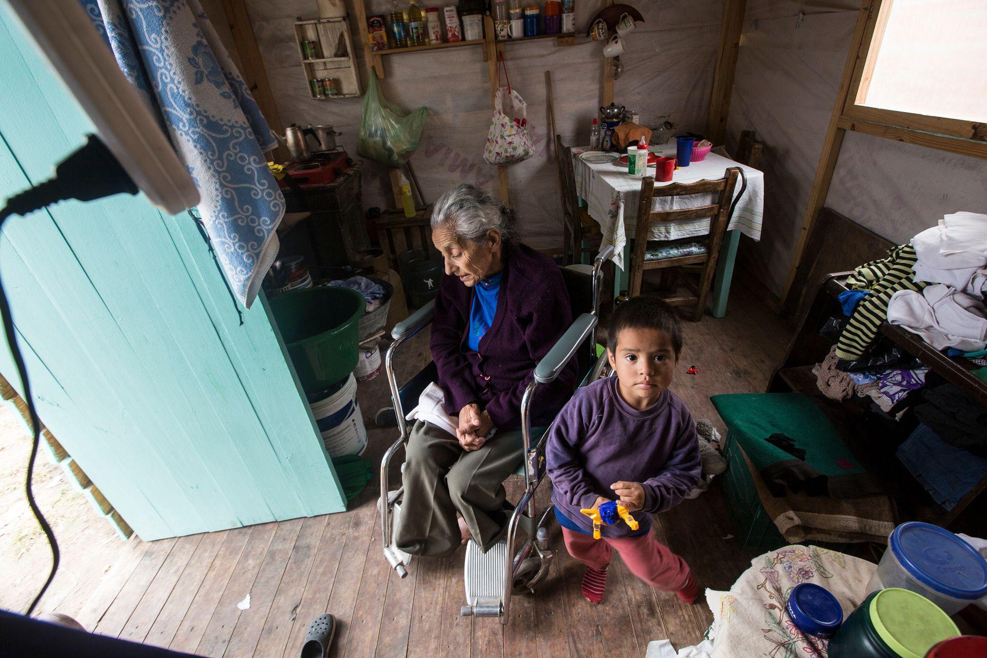 Nelida Rosalobo y su nieto Tahiel