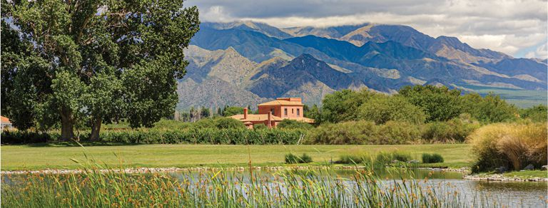 En Cafayate. Una casa con los colores del paisaje y estilo salteño contemporáneo