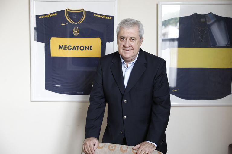 Jorge Ameal, el primer mandatario de Boca, que por ahora paga completos los salarios del plantel profesional.
