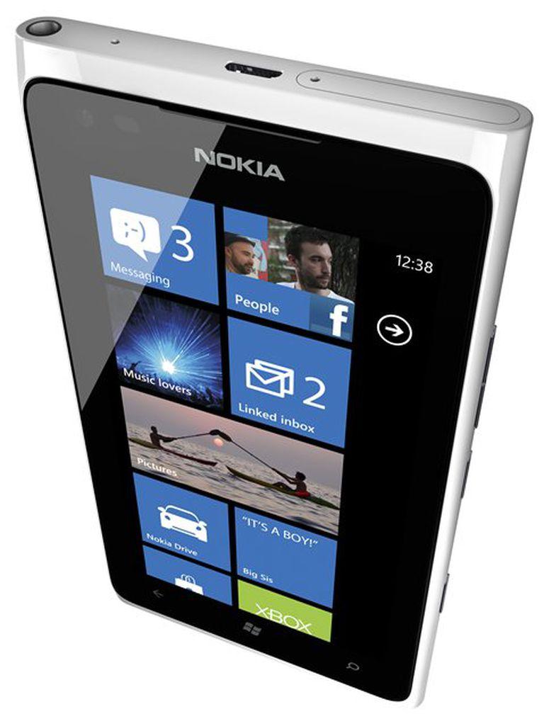 El Lumia 900 de Nokia, cuya carcasa es de policarbonato de una pieza