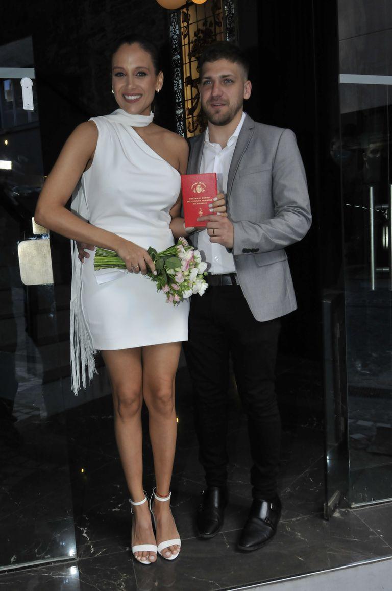 Barbie Vélez y Lucas Rodríguez, posaron felices frente a las cámaras este martes por la tarde