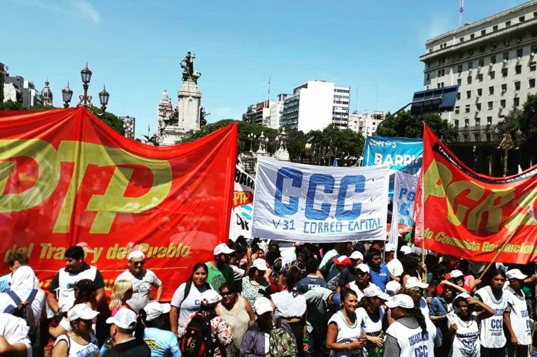 Festejo piquetero y protestas contra la ley de emergencia frente al Congreso