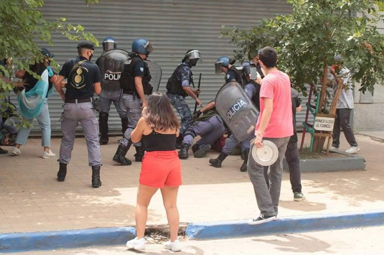 """""""Me tomaron del cuello"""". El calvario de la periodista detenida en Formosa"""
