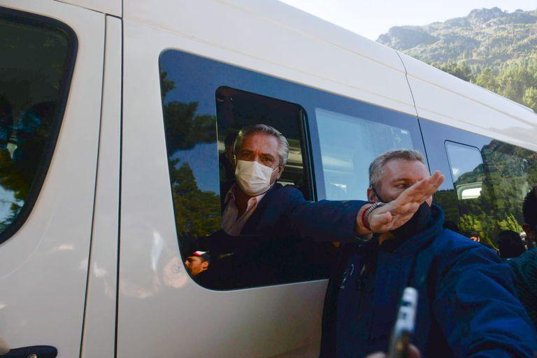 Alberto Fernández viajó hoy a la provincia del Chubut para recorrer las zonas afectadas por los incendios y fué repudiado por los habitantes que dicen No a la megamineria