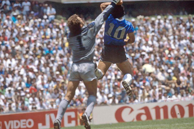 El gol con la mano que Maradona le hizo a los ingleses