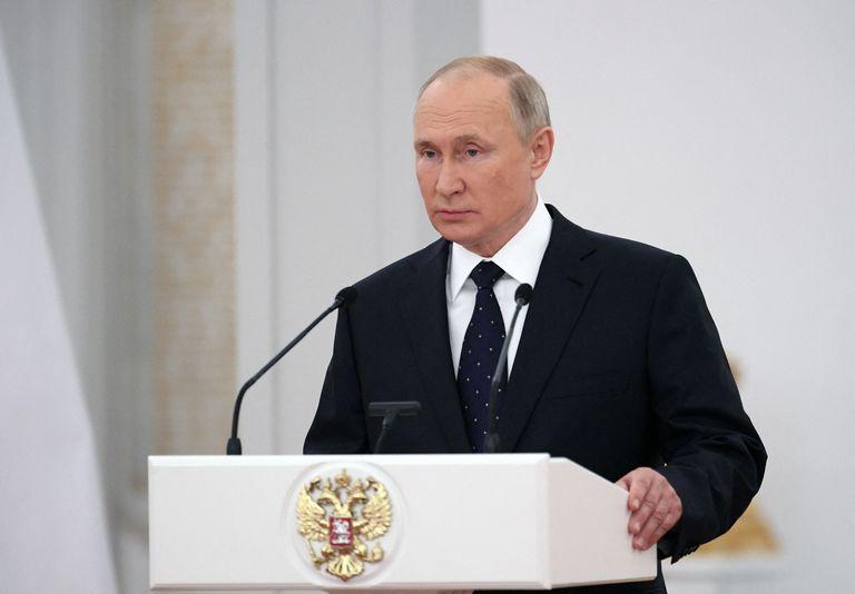 El presidente ruso Vladimir Putin se reúne con los diputados de la Duma Estatal, la cámara baja del parlamento de Rusia
