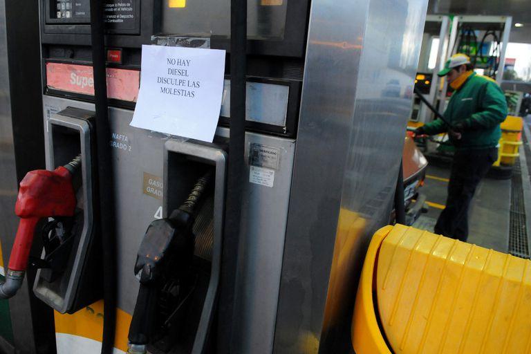 Una estación Petrobras, propiedad de Oil, en Mendoza; la falta de combustibles sigue en la ciudad