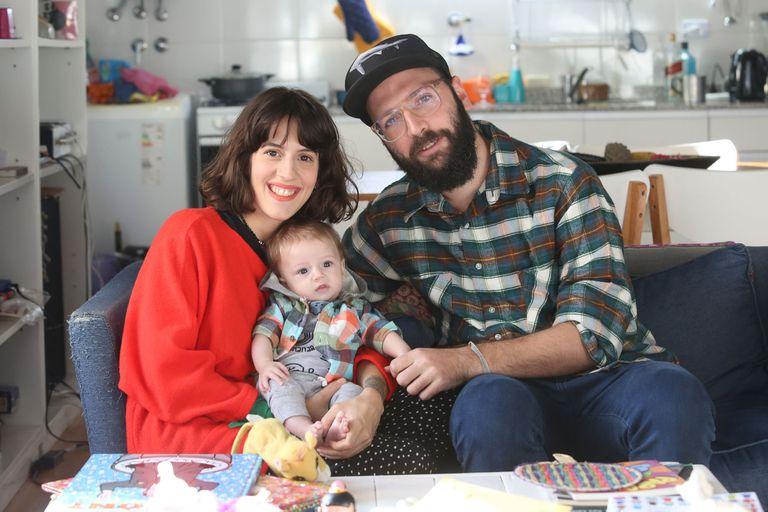 Paula Cancela y Gabriel Kirchuk junto a su beba, Azul Cancela Kirchuk