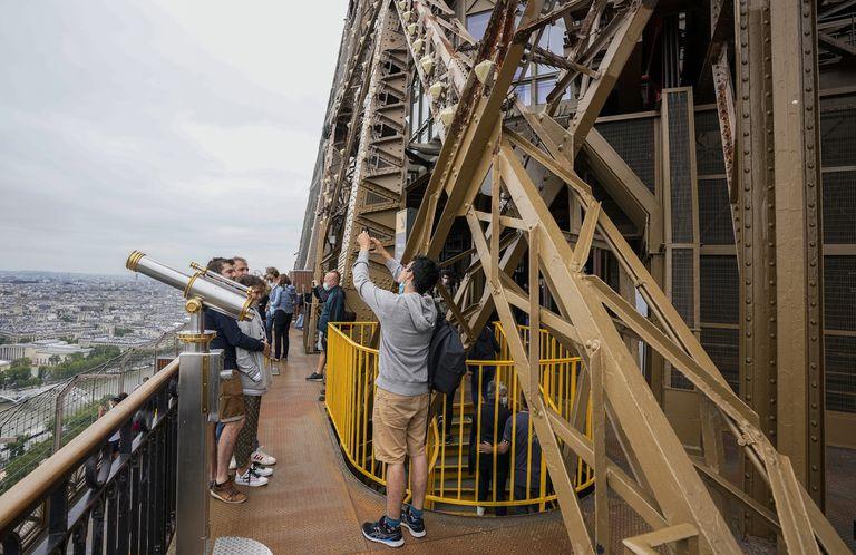 Un recorrido por la Torre Eiffel para disfrutar París