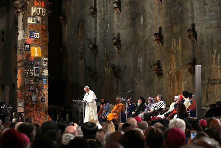 El Papa, durante un rezo por la paz en el Memorial del 11 de Septiembre, en Nueva York, en 2015