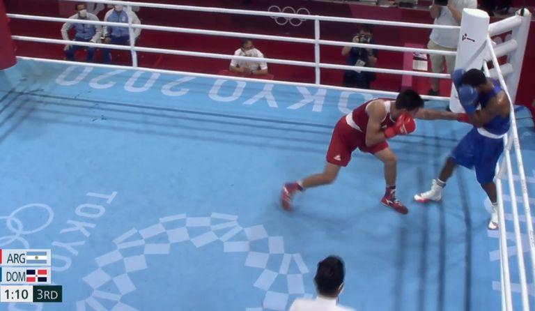 El boxeador de 22 años en acción