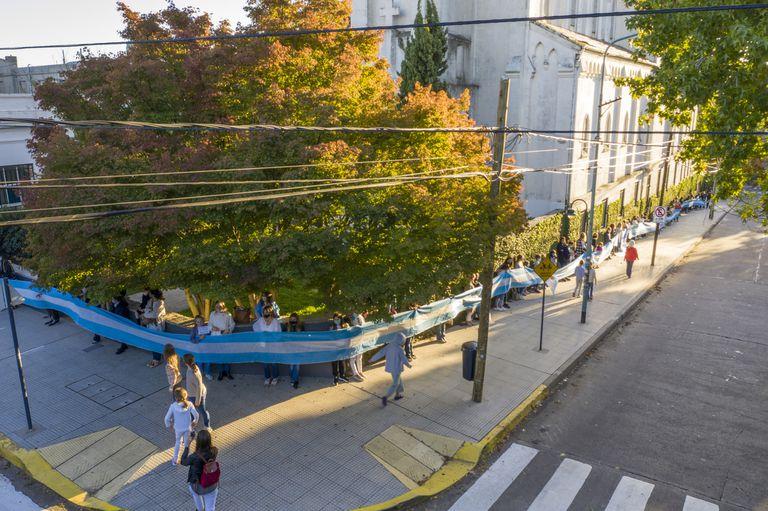 Abrazo simbólico en el Colegio Michael Ham, en Vicente López