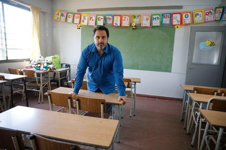 """Para Guillermo Legnazzi, director del instituto secundario Sendas Verdes, en Longchamps, la decisión de unificar los años lectivos 2020 y 2021 fue decodificado como un """"pasan todos"""" para los alumnos"""