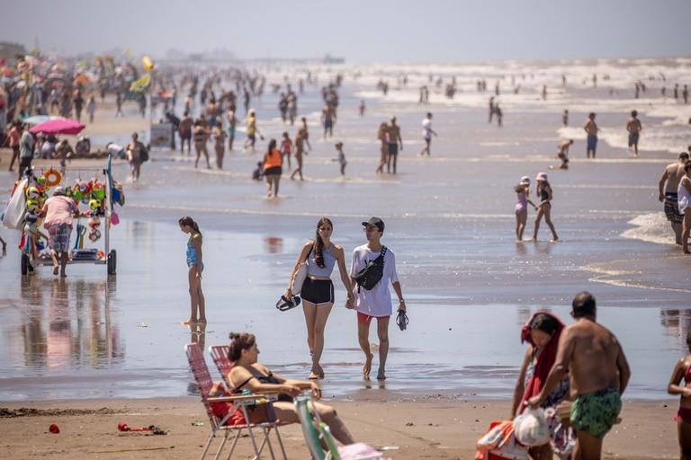 La playa de San Bernardo, en el Partido de la Costa, uno de los distritos más visitados en la Provincia de Buenos Aires