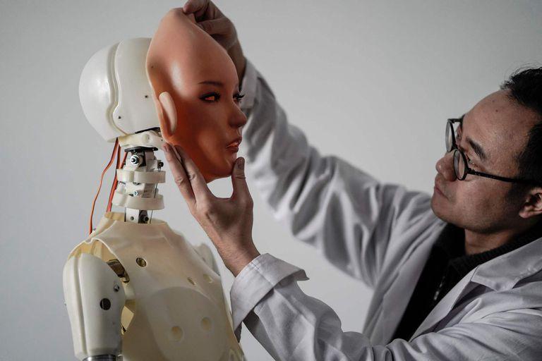 Una vez finalizado el proceso de personalización, la muñeca robot puede costar unos 4000 dólares