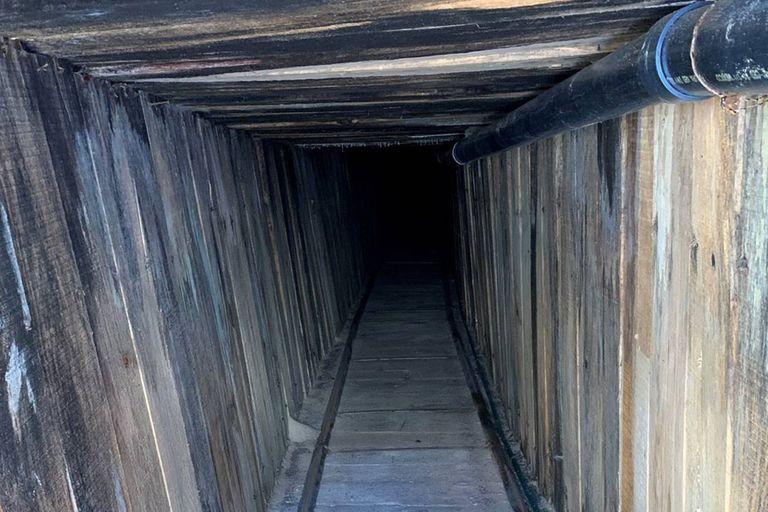 Agentes estadounidenses hallaron un pasadizo de casi 400 metros entre México y Arizona, que aún no estaba terminado y contaba con sistemas de electricidad, agua y ventilación
