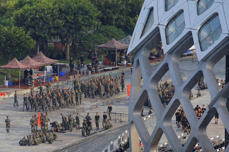 En medio de las protestas, el Partido Comunista desplegó sus fuerzas, en un mensaje que puede leerse como de advertencia