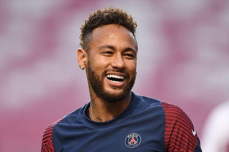 """Neymar-Lewandowski: el que salió de """"la tierra"""" vs. el que venció al """"cabaret"""""""
