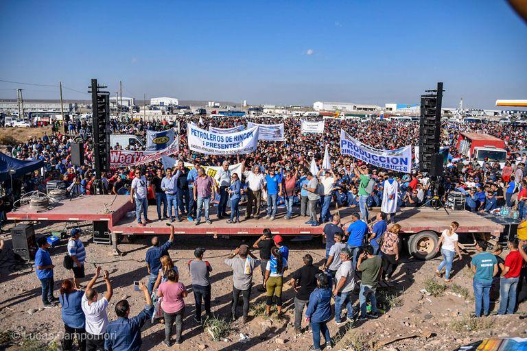 Manifestación de petroleros en defensa de los subsidios a las empresas de gas