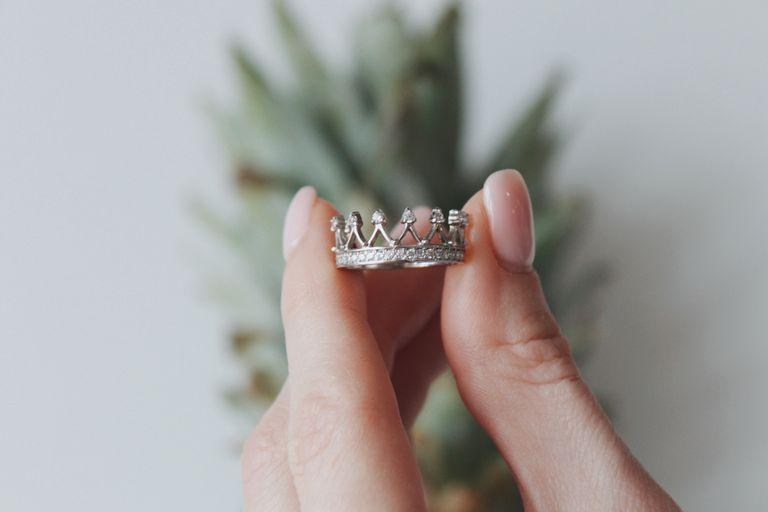Aros, collares y anillos que levantan cualquier outfit