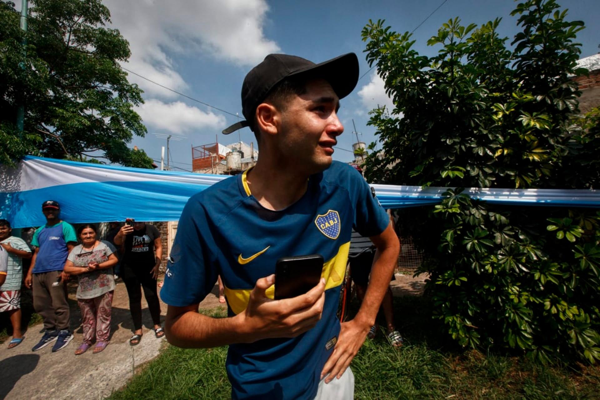 Profundo dolor de los vecinos en Villa Fiorito, casa natal de Diego Maradona, en el día de su fallecimiento.